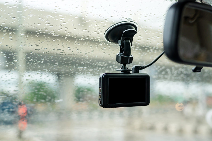 Three Reasons to Add a Dash Cam to Your Vehicle 1